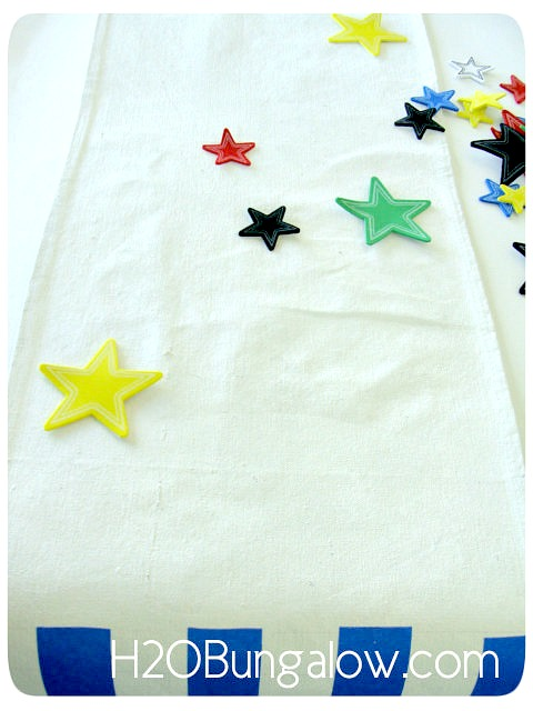DIY-Patriotic-Table-Runner-Make-Stars-H2OBungalow