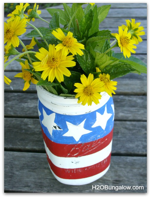Patriotic-Mason-Jar-Flower-Vase-H2OBungalow