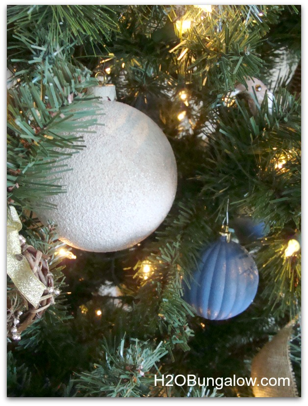 Layer ornaments from large on the inside to small on the outer branches