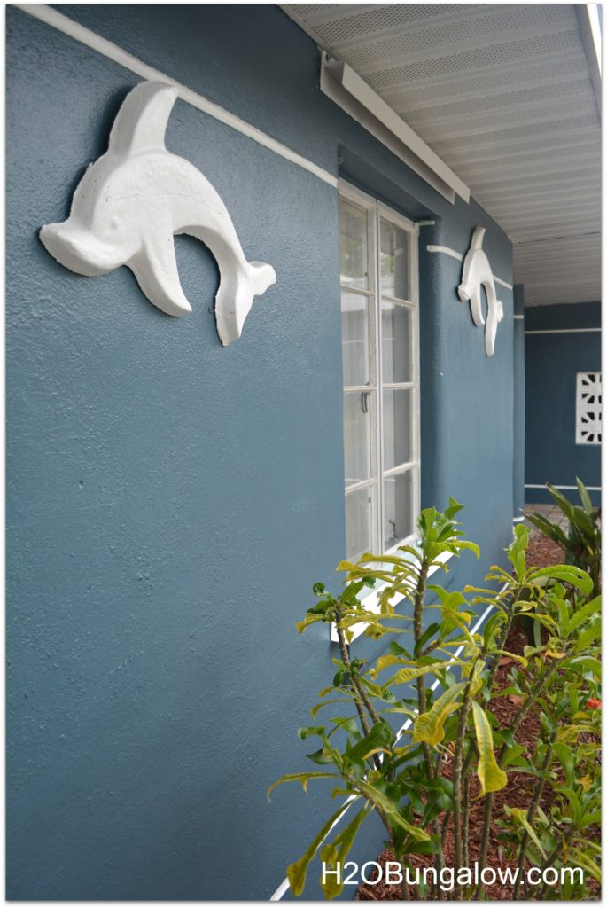 These 10 smart exterior painting tips will save you valuable time and money while you paint your own home. I did it, and I'll show you how. www.H2OBungalow.com #painting #paintingtips