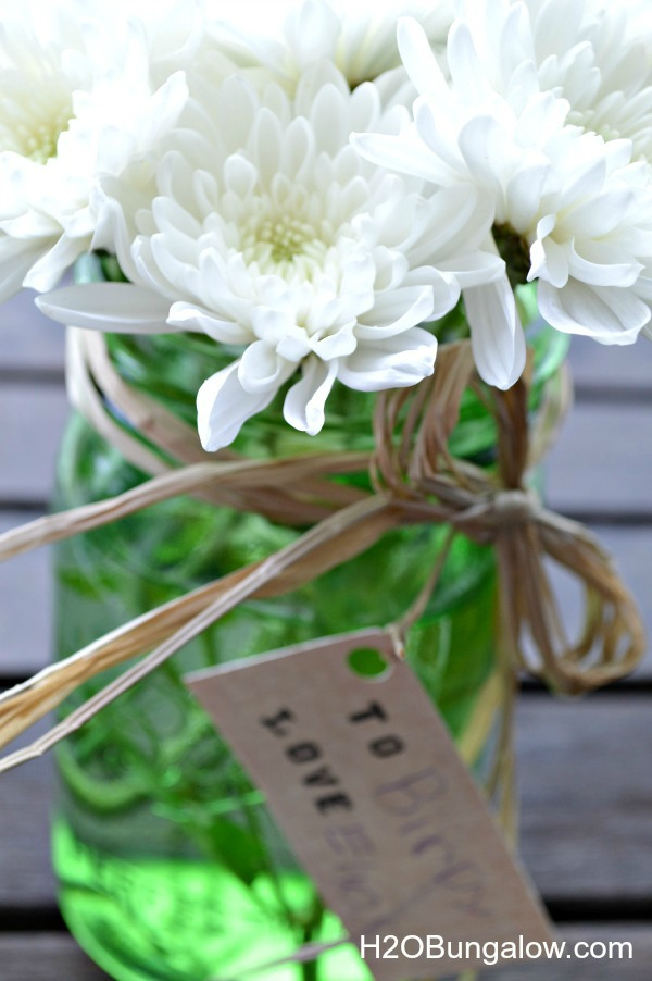 Make memories togeher with this simple Mason jar flower vase craft for Grandparents Day www.H2OBungalow.com #giftidea