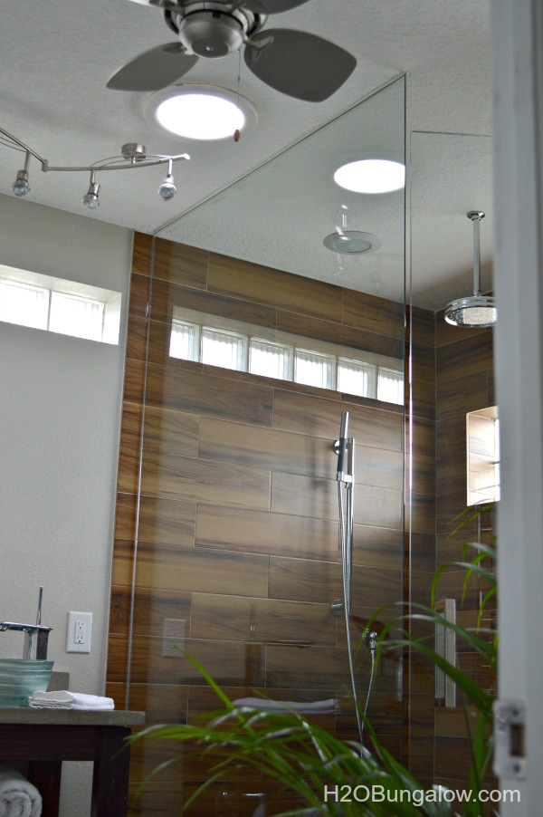 Lighting-for-small-bath-keeps-room-open-H2OBungalow
