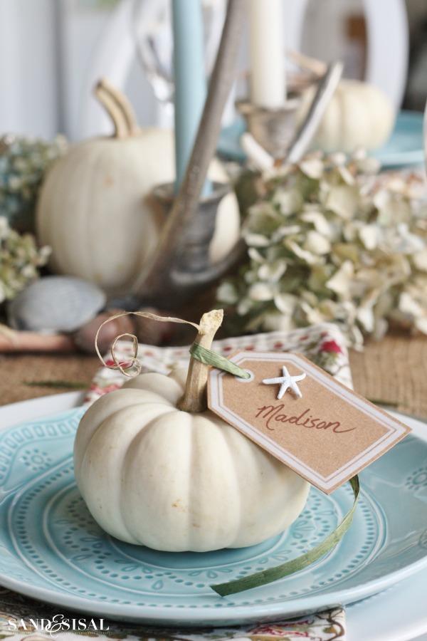 Pumpkin-Placecard-Coastal-Thanksgiving