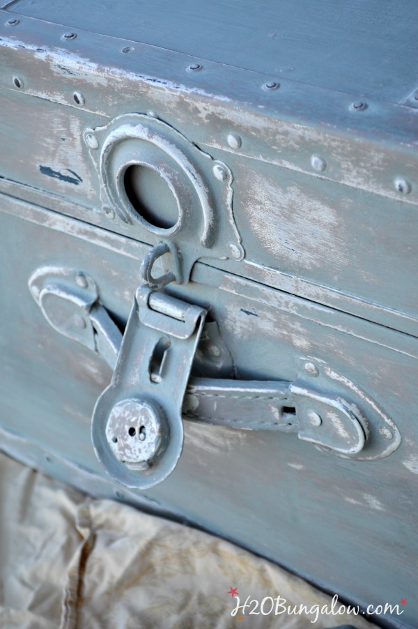 Sea-chest-makeover-with-chalk-paint-H2OBunglow