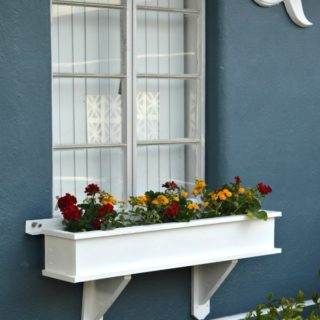 Free DIY plans to build a classic window box - H2OBungalow