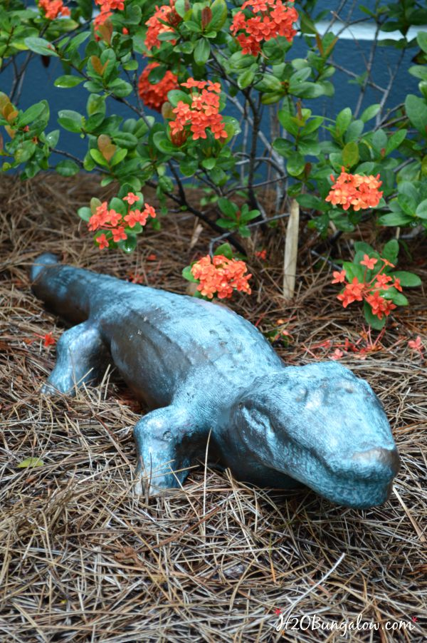 DIY faux bronze garden statue tutorial Paint almost anything to look like real bronze for a fraction of the cost H2OBungalow #fauxpaint #gardendecor