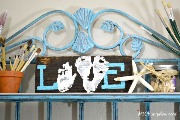 Easy to make LOVE sign with baby hands and feet . Makes a wonderful thoughtful gift for parents or grandparents. H2OBungalow #giftidea #GrandparentsDay