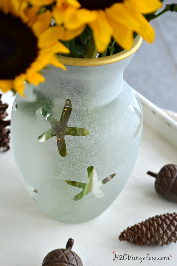DIY sratfish coatsl frosal glass vase with gold trim. My new favorite vase! www.H2Obungalow #easyDIY
