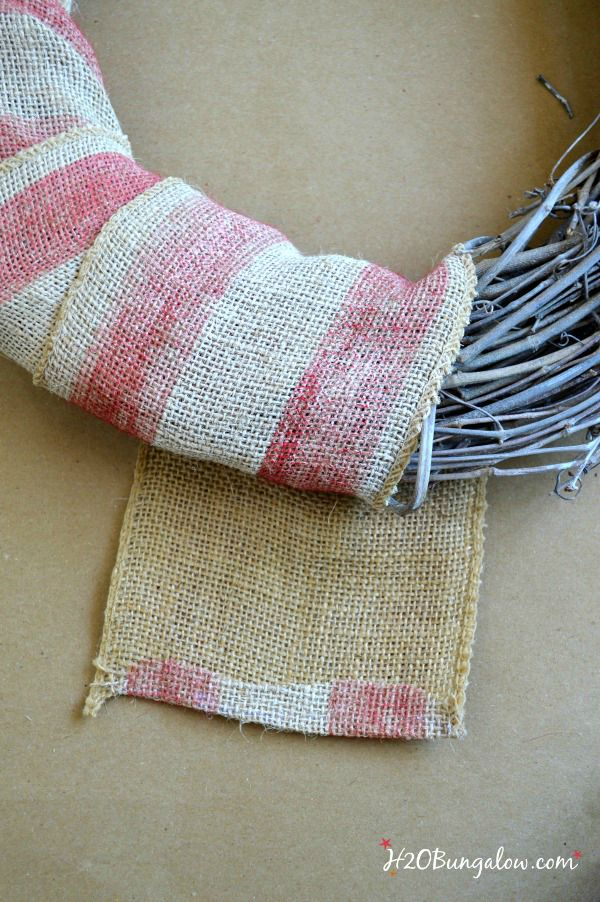 wrap and glue burlap onto patriotic labor day wreath H2OBungalow