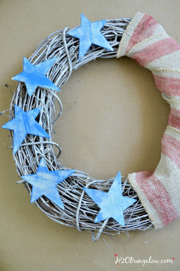 Position stars on patriotic Labor Day wreath H2OBungalow