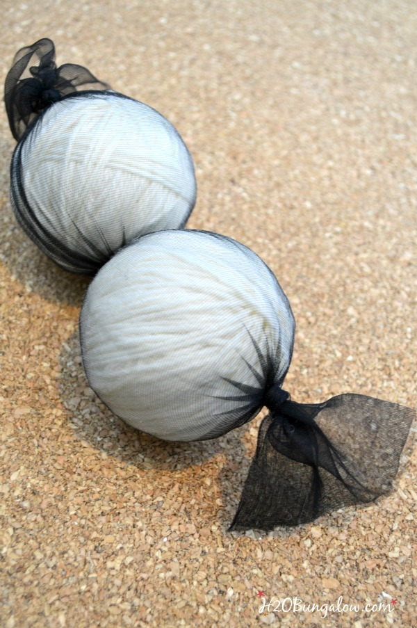 DIY felted wool dryer balls tutorial with Young Living Essential Oils softens clothes, helps keep wrinkles down and helps dry clothes evenly as well as eliminates dryer sheet chemicals. - www.H2OBungalow.com