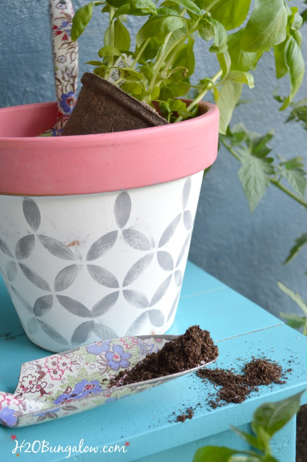 Spring-stenciled-planters-H2OBungalow