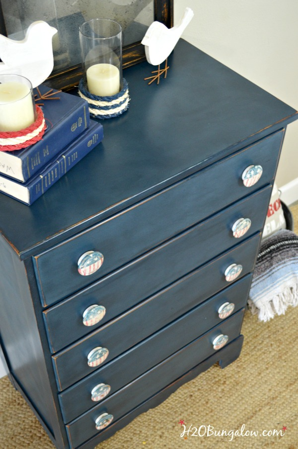 Red white blue handpainted patriotic knobs on blue DIY Americana Dresser Makeover in Red White And Blue   H20Bungalow. Red White And Blue Painted Furniture. Home Design Ideas