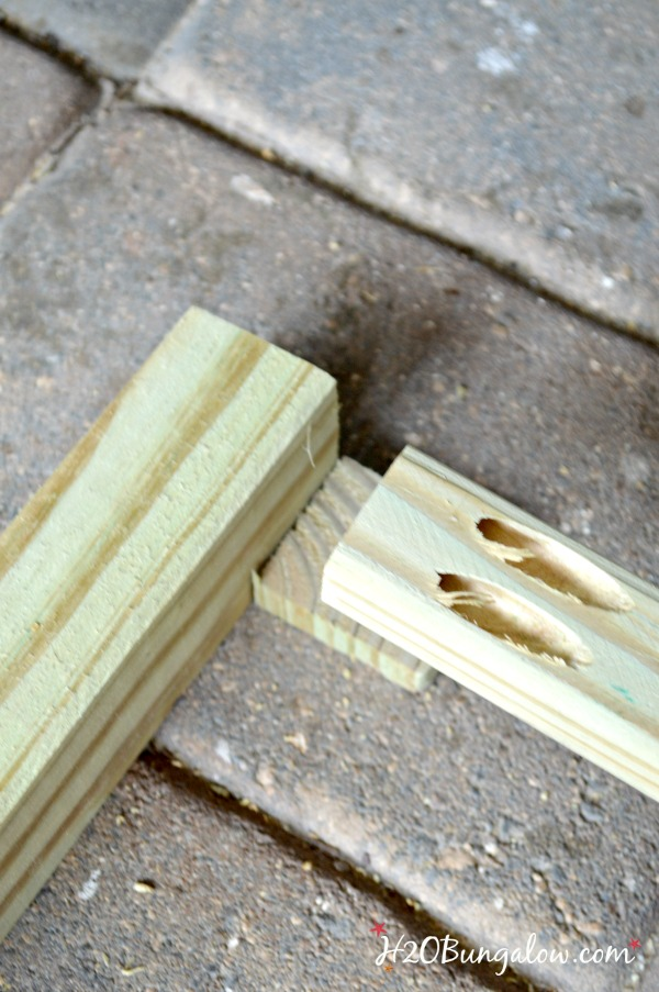 use-shim-to-help-assemble-DIY-outdoor-sofa-table-frame-H2OBungalow