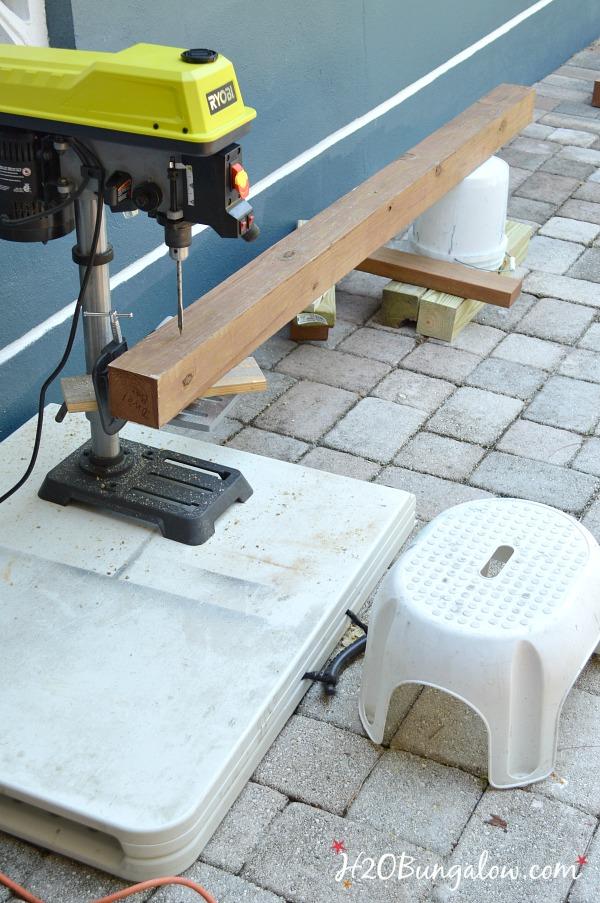 DIY -standing-outdoor-towel-rack-H2OBungalow