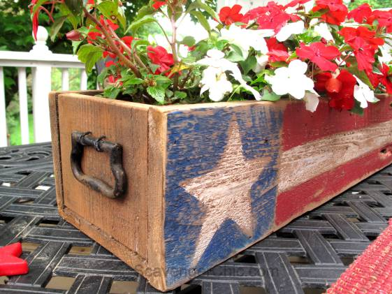 Pallet-Wood-4th-of-July-Memorial-Day-centerpiece-005