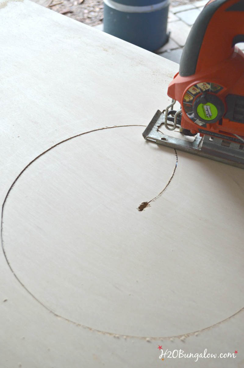 cutting circle in plywood with a jigsaw