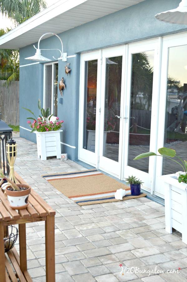 DIY-spray-painted-doormat-tutorial-H2OBungalow
