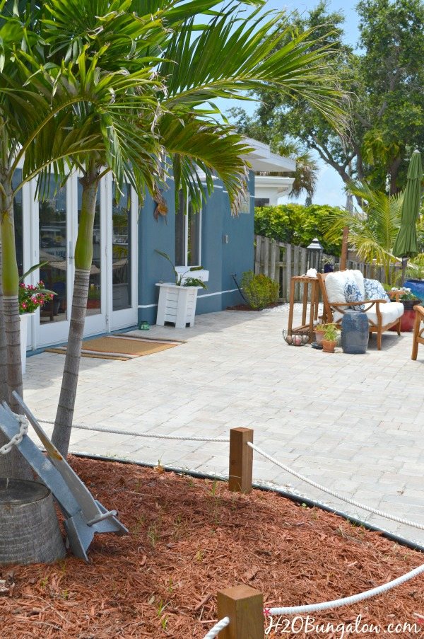 30 days To Fabulous Backyard Makeover reveal shares DIY backyard makeover projects and tutorials that transformed an ugly backyard into an outdoor paradise. H2OBungalow