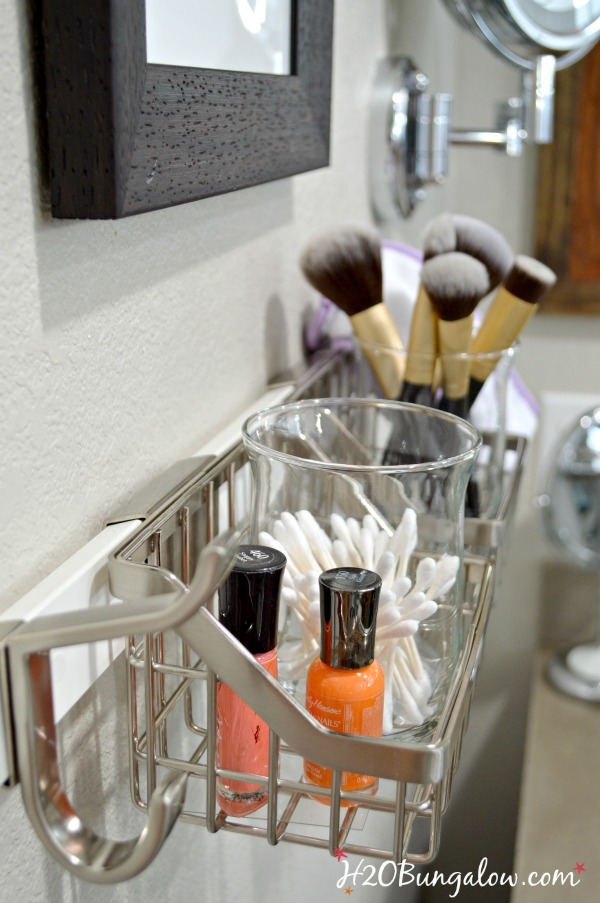 Creative bath wall organization tips and tutorial show how to add storage space that's flexible and perfect for creating a DIY wall make-up organization station. H2OBungalow