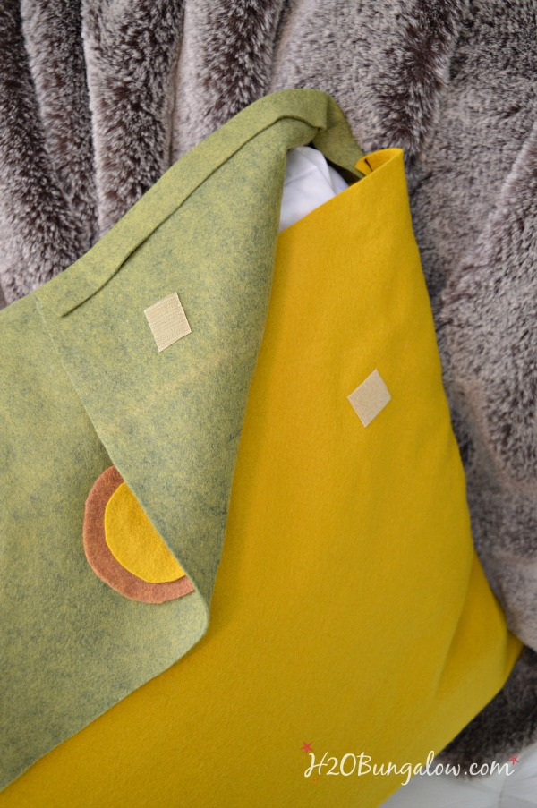 Felted wool throw pillow tutorial to make envelope style pillow covers. Easy simple sew home decor project perfect for fall using textured felt fabric.
