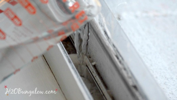 baking-soda-clean-window-tracks-h2obungalow