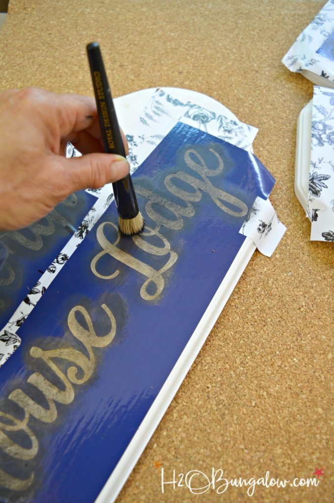 Stencil tips for beginners tutorial with detailed tips on how to stencil on different surfaces. Links to several DIY stenciling project ideas for home decor