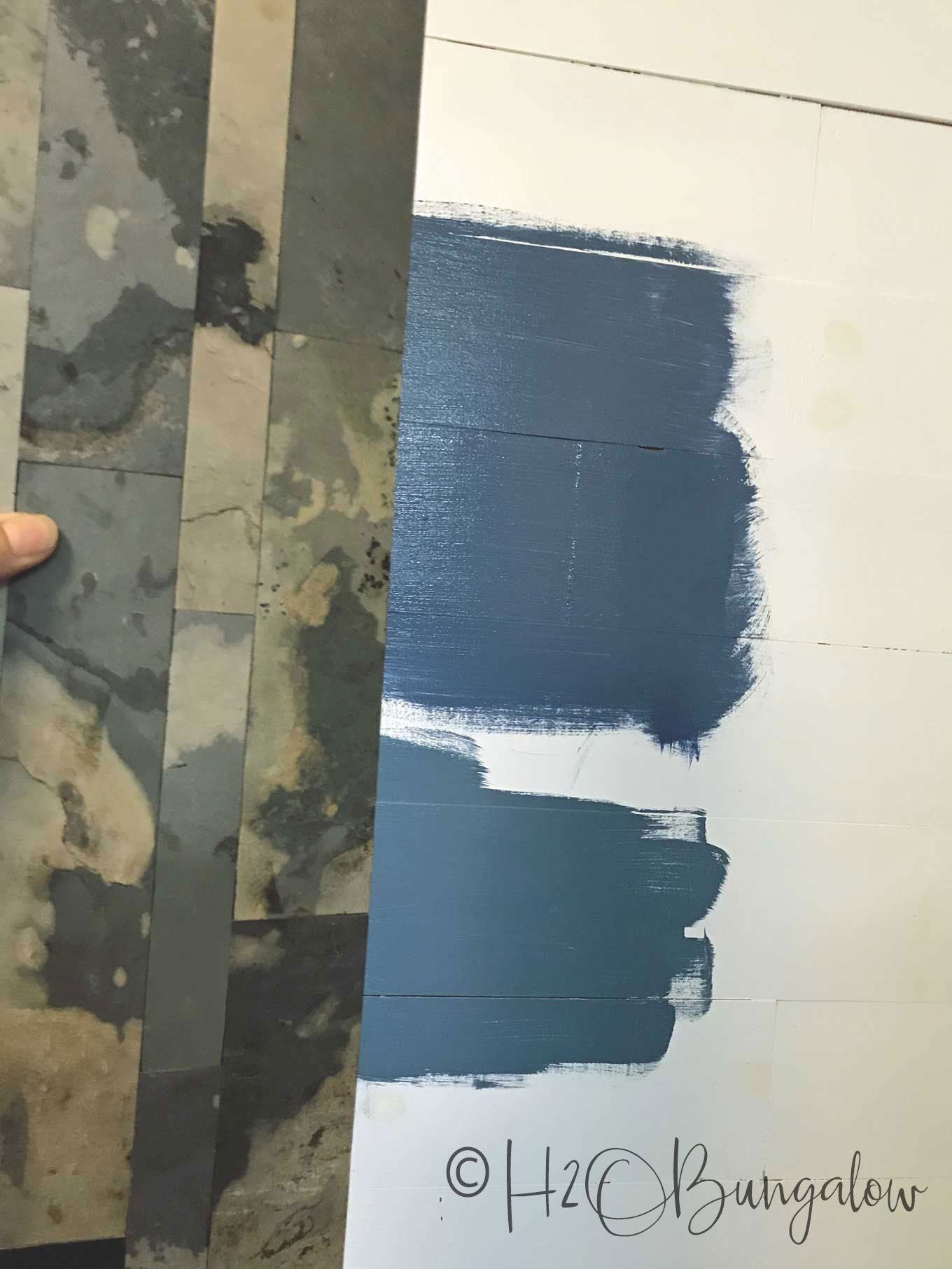 DIY accent wall tips on using color and texture to fix decorating challenges and make a room look put together. Feature walls can be paint, wood or items.