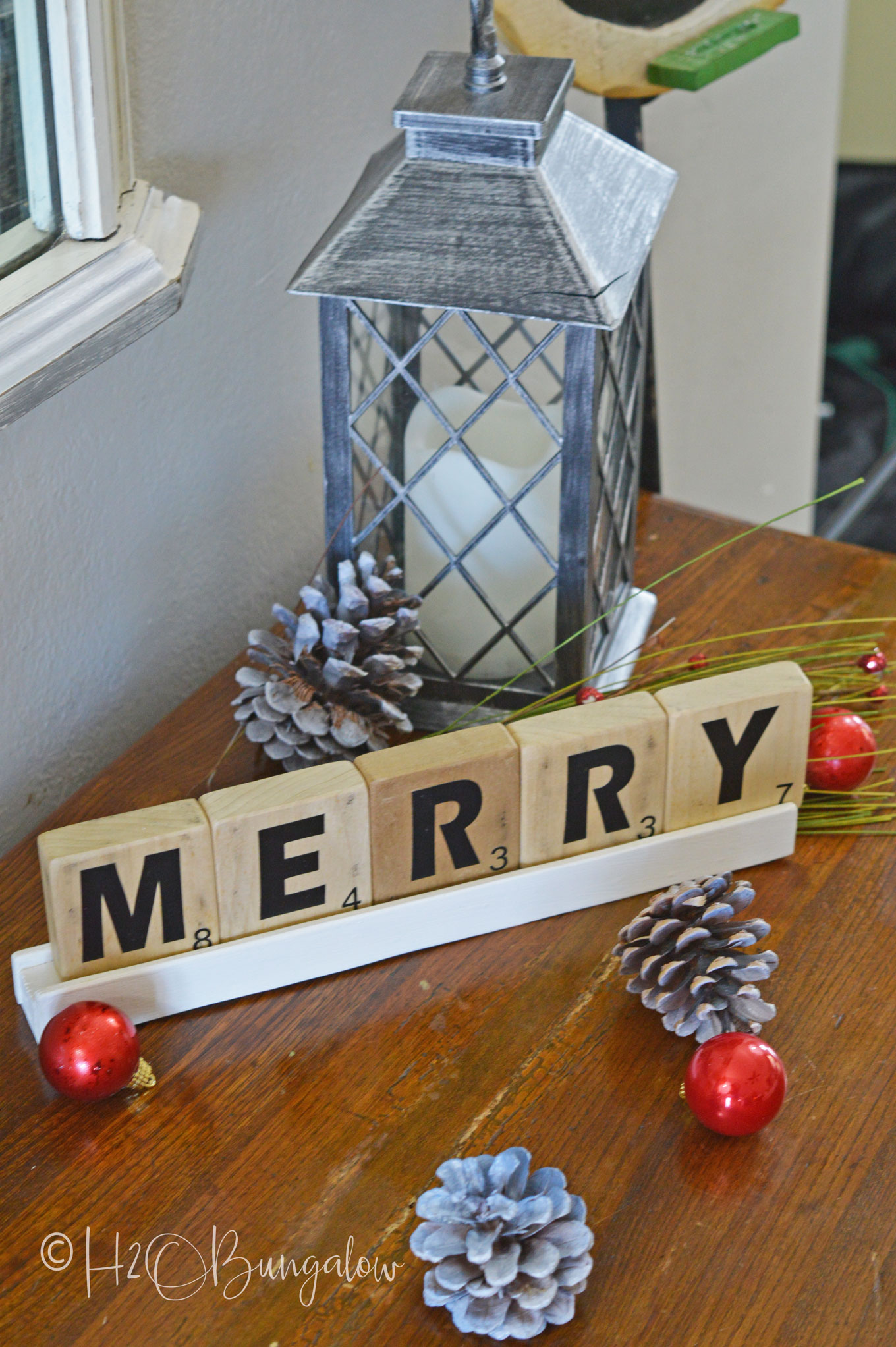 H2OBungalow Christmas home tour at the beach with several neutral holiday decor DIY projects and tutorials.