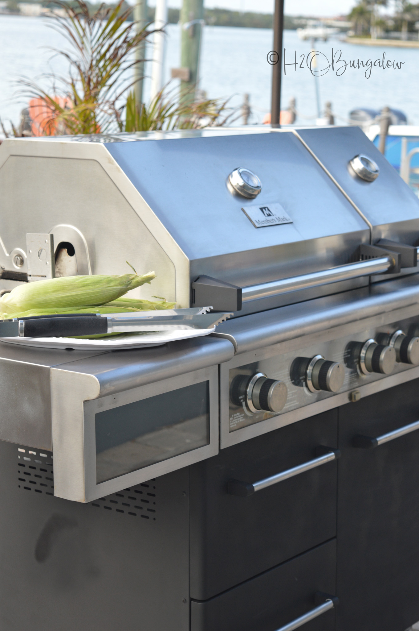 How To Makeover a Barbecue Grill via @h2obungalow