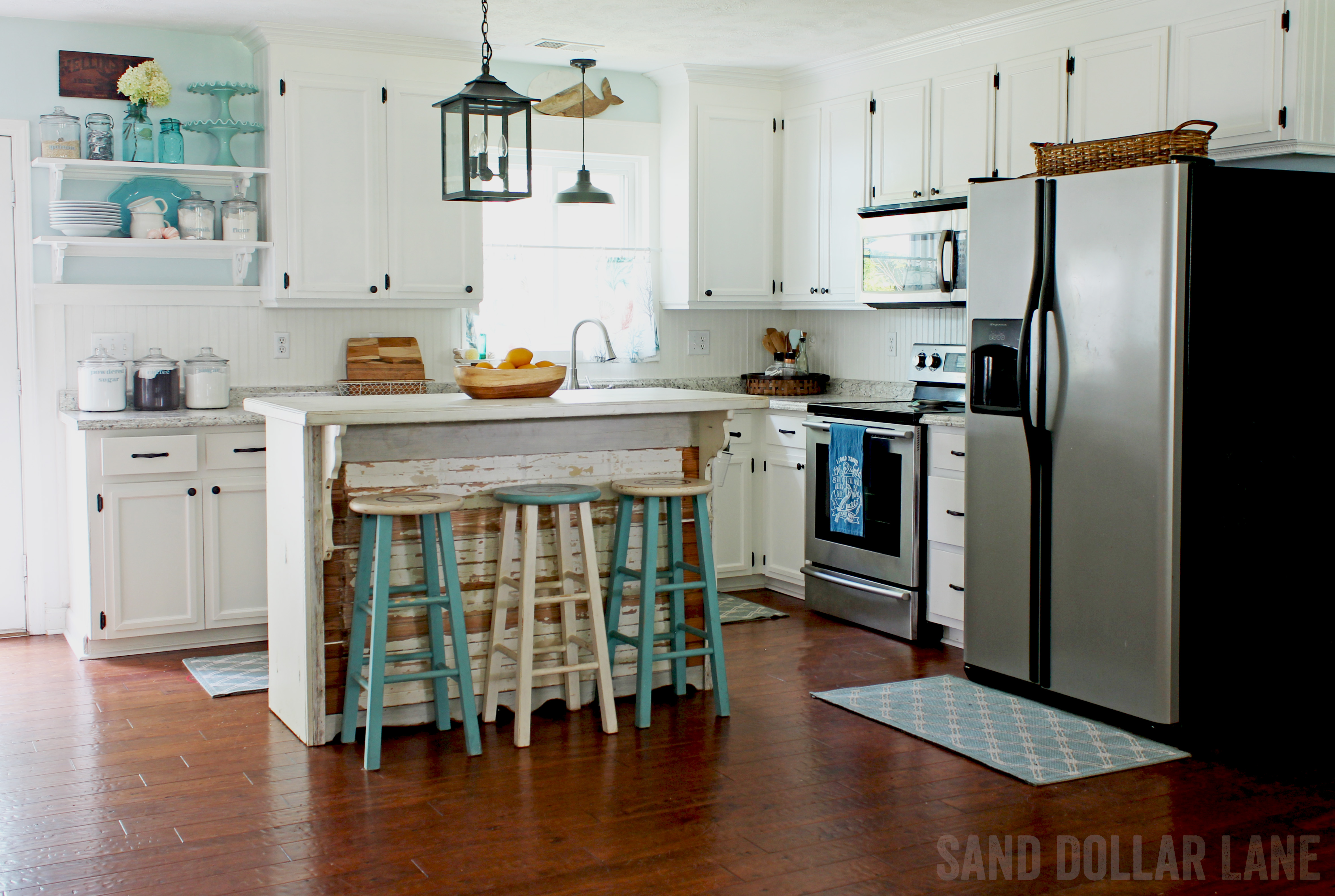 Coastal Farmhouse Decor: Fresh And Trendy Beach House Decor Ideas
