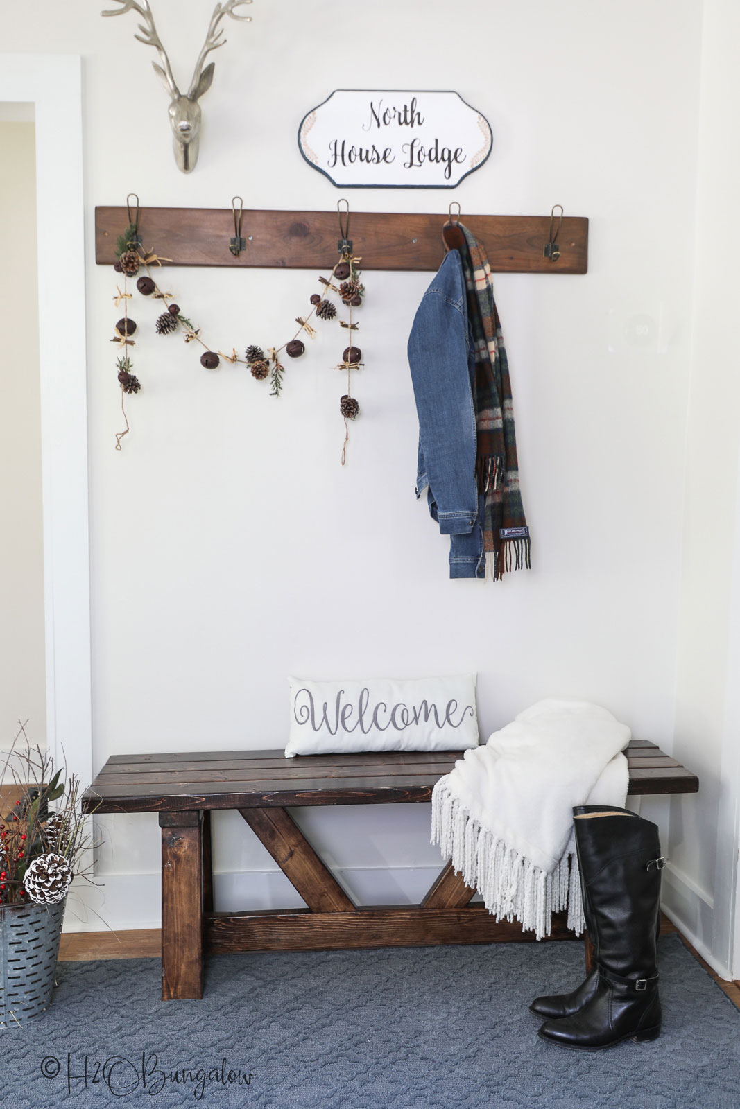 Three simple steps to create an inviting entryway