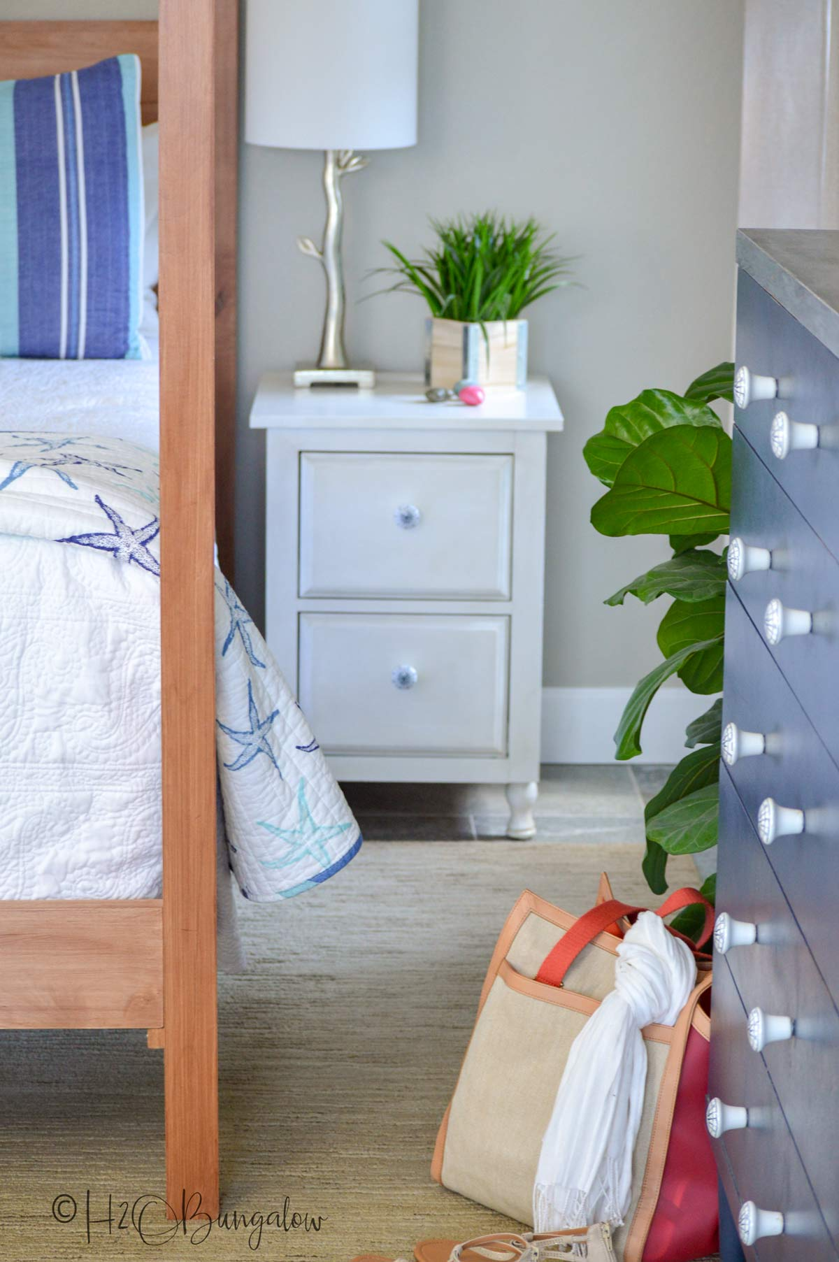 Get free plans to build the DIY queen bed frame