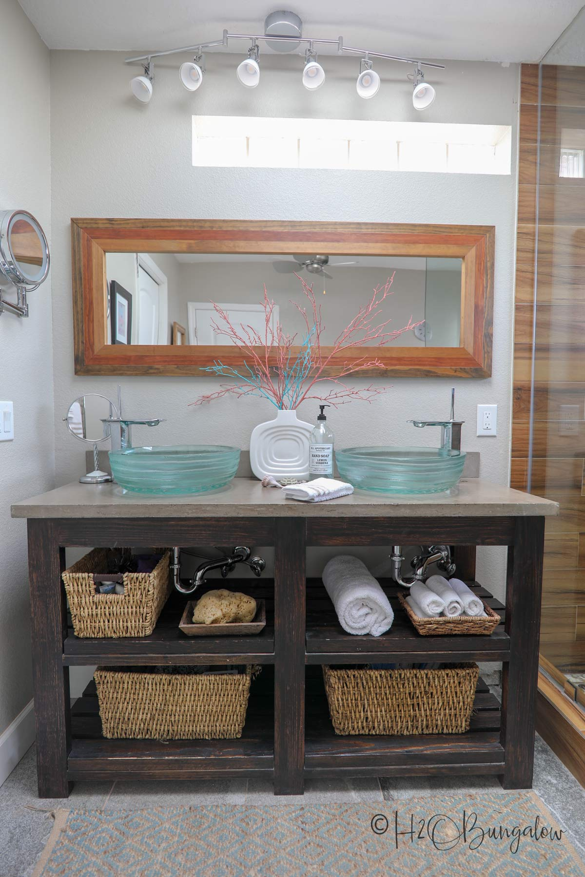 DIY bathroom vanity with open shelves. Find lots more shelving ideas in this post #shelving ideas
