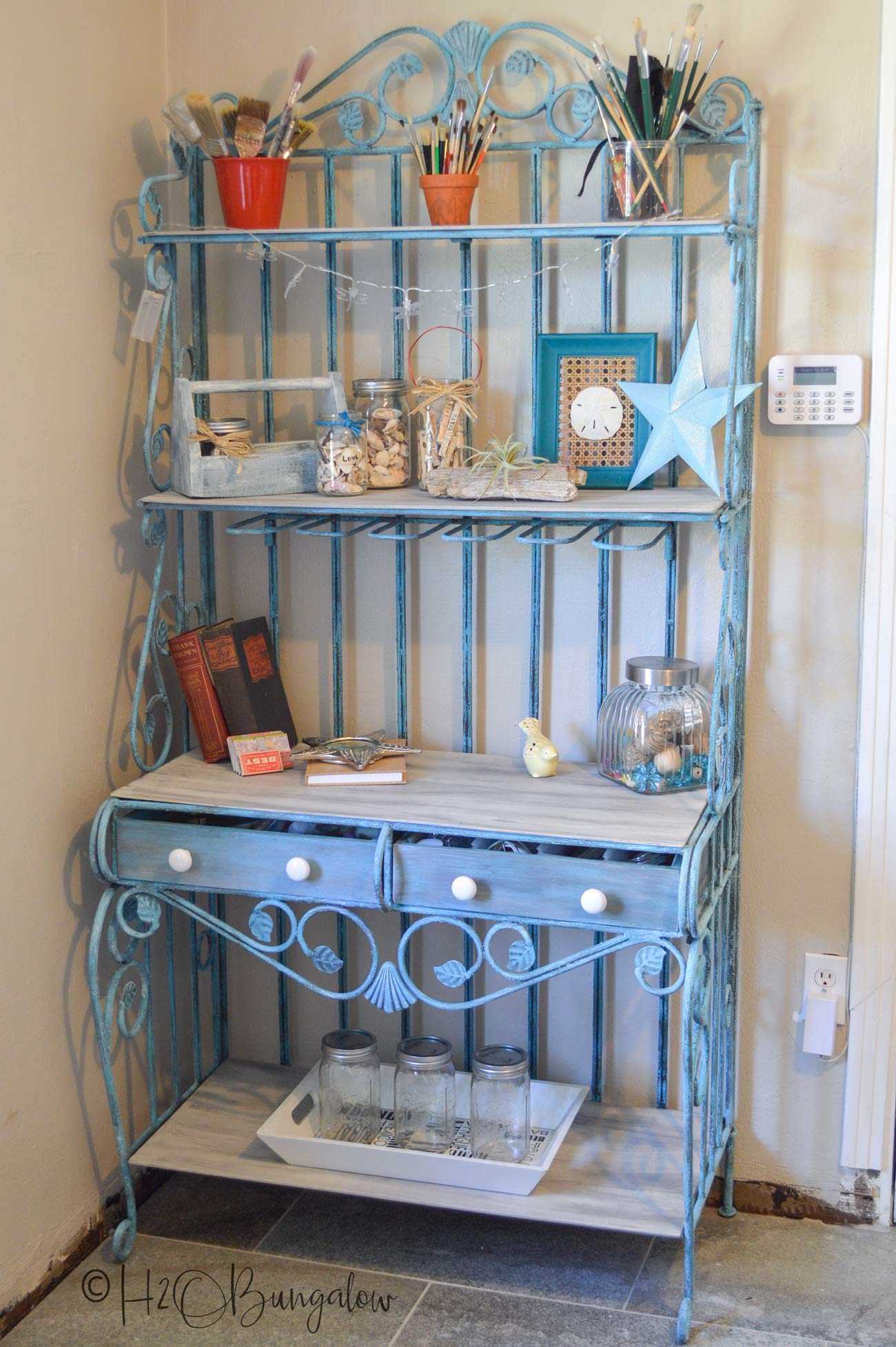 Lots of DIY shelving project ideas for home and storage #shelves #shelvingprojects #storage