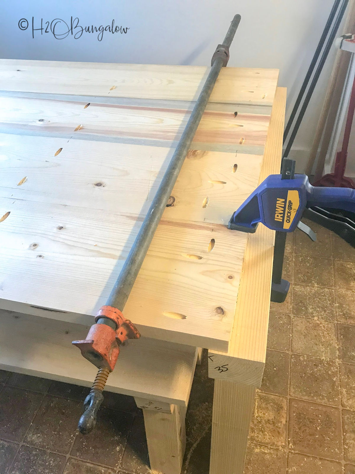 Tips to use plans and build a DIY farmhouse table