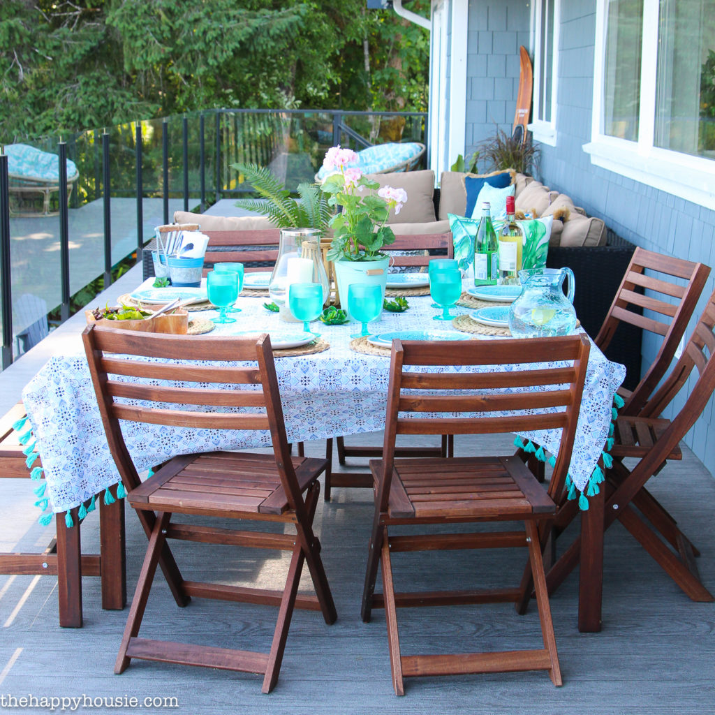 outdoor table with blue dishes