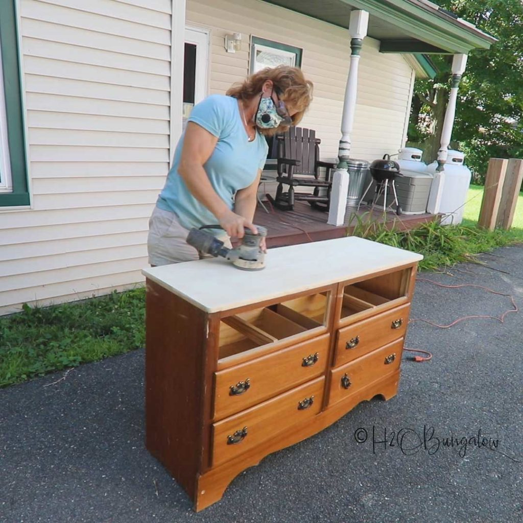 Prepping the dresser to paint. How to prepare furniture for painting, furniture painting tips, what you need to do a furniture makeover #furnituremakeover #paintingtips #videotutorial