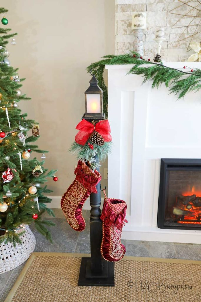 Make this DIY stocking holder stand. A freestanding stocking holder is a great way to hang Christmas stockings you don't have a fireplace mantle to hang them on. #christmasdecor #stockingholder