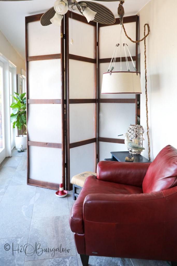 modern folding screen in livinig room
