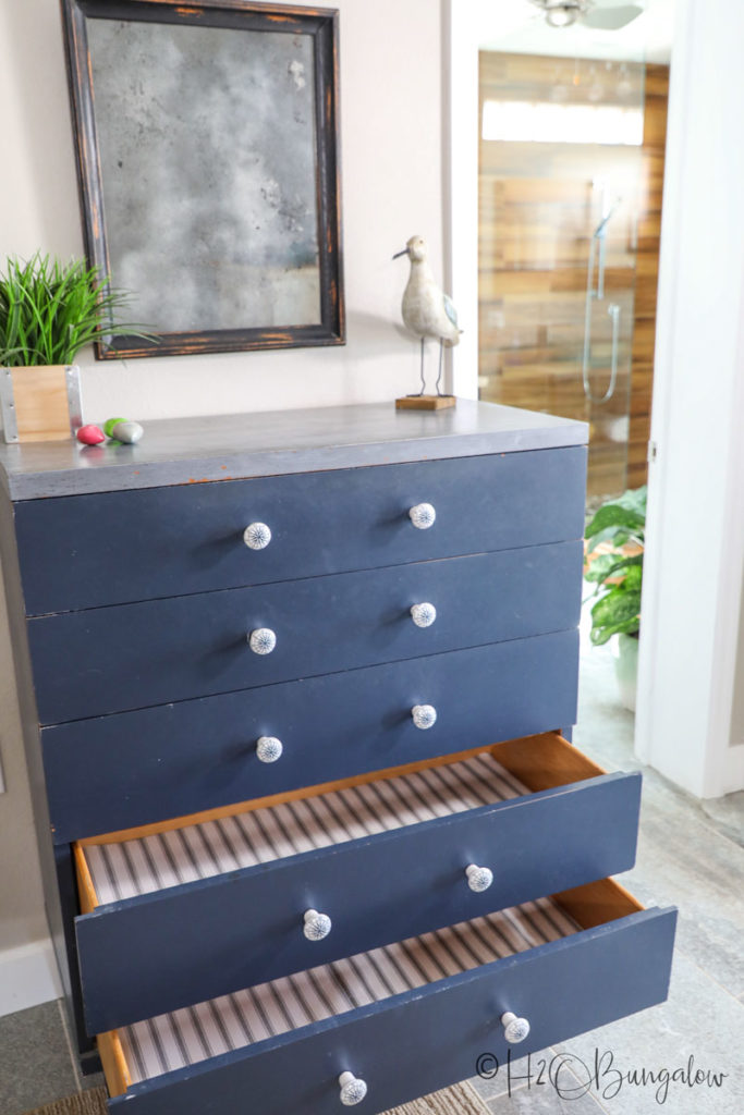 picture of dresser with lined drawers