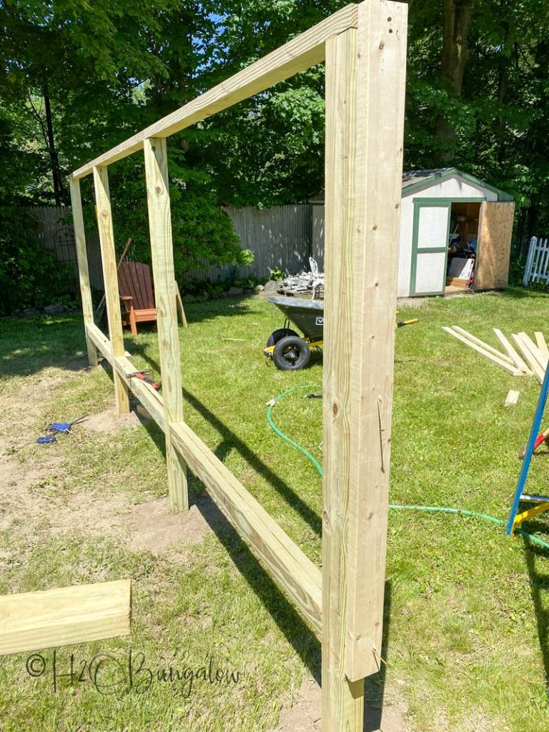 building the DIY outdoor privacy screen fence frame