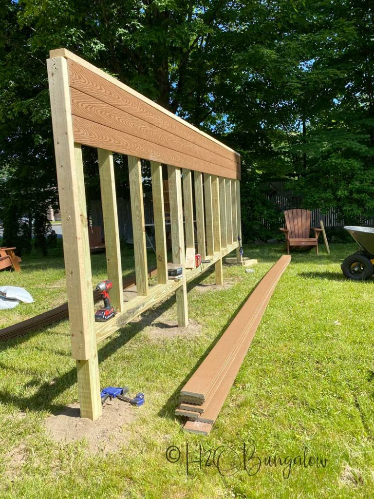 Adding horizontal composite planks to outdoor privacy screen